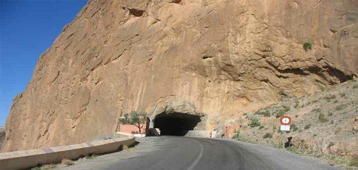 il-tunnel-nella-valle-del-Draa-Marocco