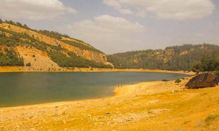 Il lago di montagna di Aguelmam Azegza